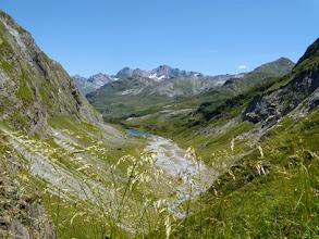 Photo: Scendendo dal Bayssellance verso Gavarnie, sul fondo il bacino del Barrage d'Ossoue.