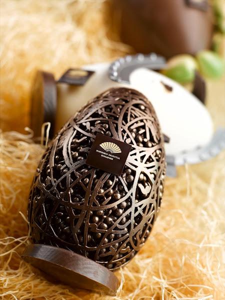 Photo: Chocolate Easter Egg at Mandarin Oriental, Singapore