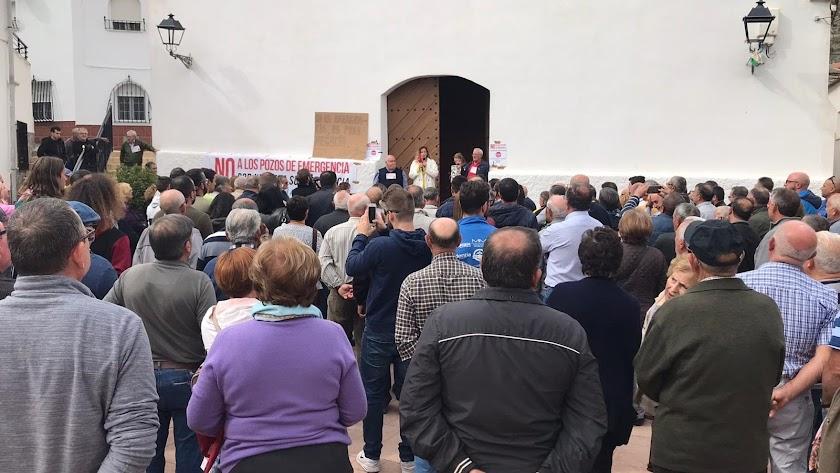 Concentración de los vecinos de Alcóntar.