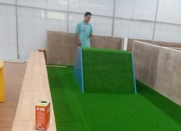 Ngía có vẻ khó khăn khi dùng Thảm sân golf
