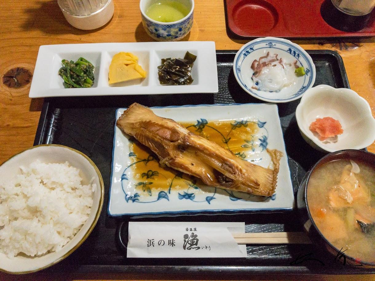 居酒屋「漁(いさり)」にて昼食(サメガレイの煮付け定食)
