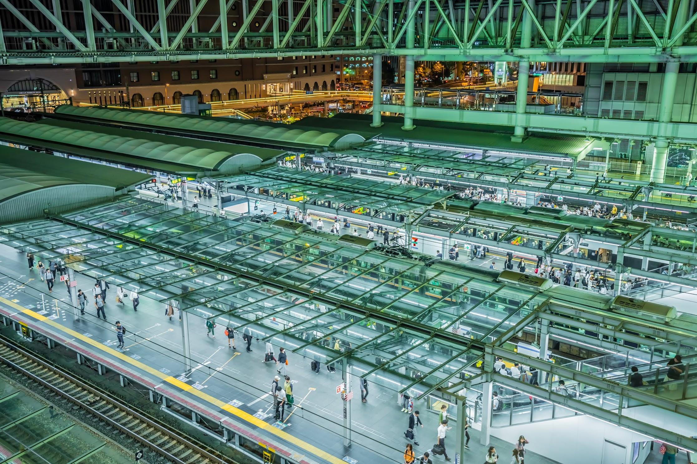 Osaka station platform4