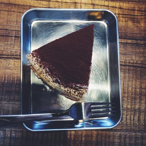 千層蛋糕認真好吃😍 (圖片是奶酒口味 $190) 可惜店內網美猖獗 會看不慣的話不推薦前往