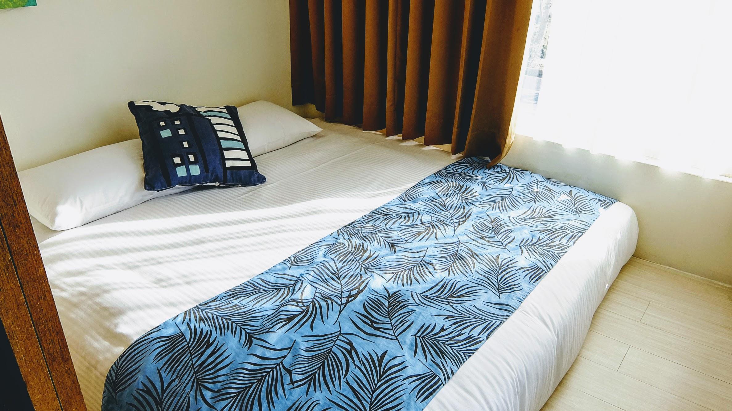 這是和式房,裡頭有一張床墊,剛好給小孩在上頭滾XDD