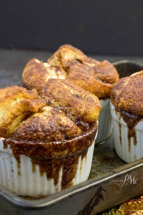 """Chocolate Chip Crescent Roll Monkey Bread""""Buttery, full of cinnamon and chocolate, Chocolate..."""
