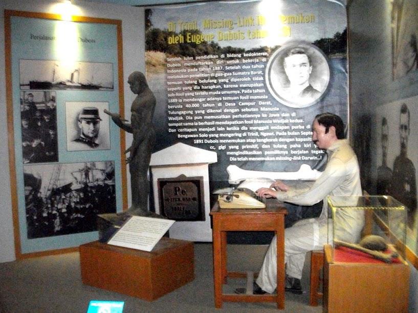 Diorama ruang kerja Eugene Dubois, peneliti pertama situs Sangiran