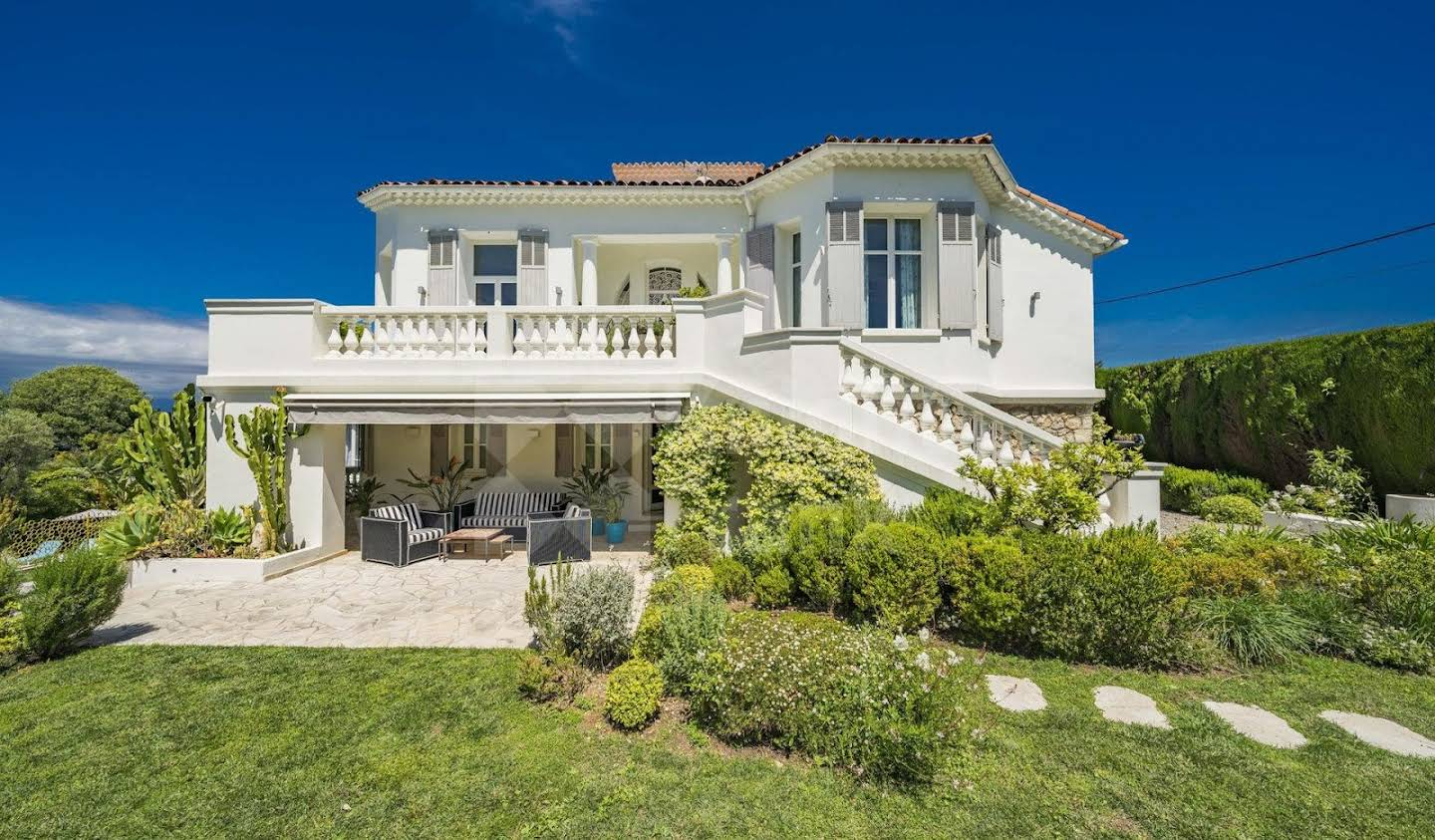 Villa with pool and garden Cap d'Antibes