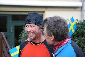 Photo: Ulrik ønsker Tony mere tillykke