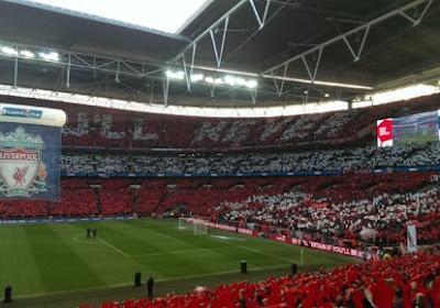 Magnifique ! Les supporters de Liverpool et Dortmund chantent ensemble dans les rues (video)