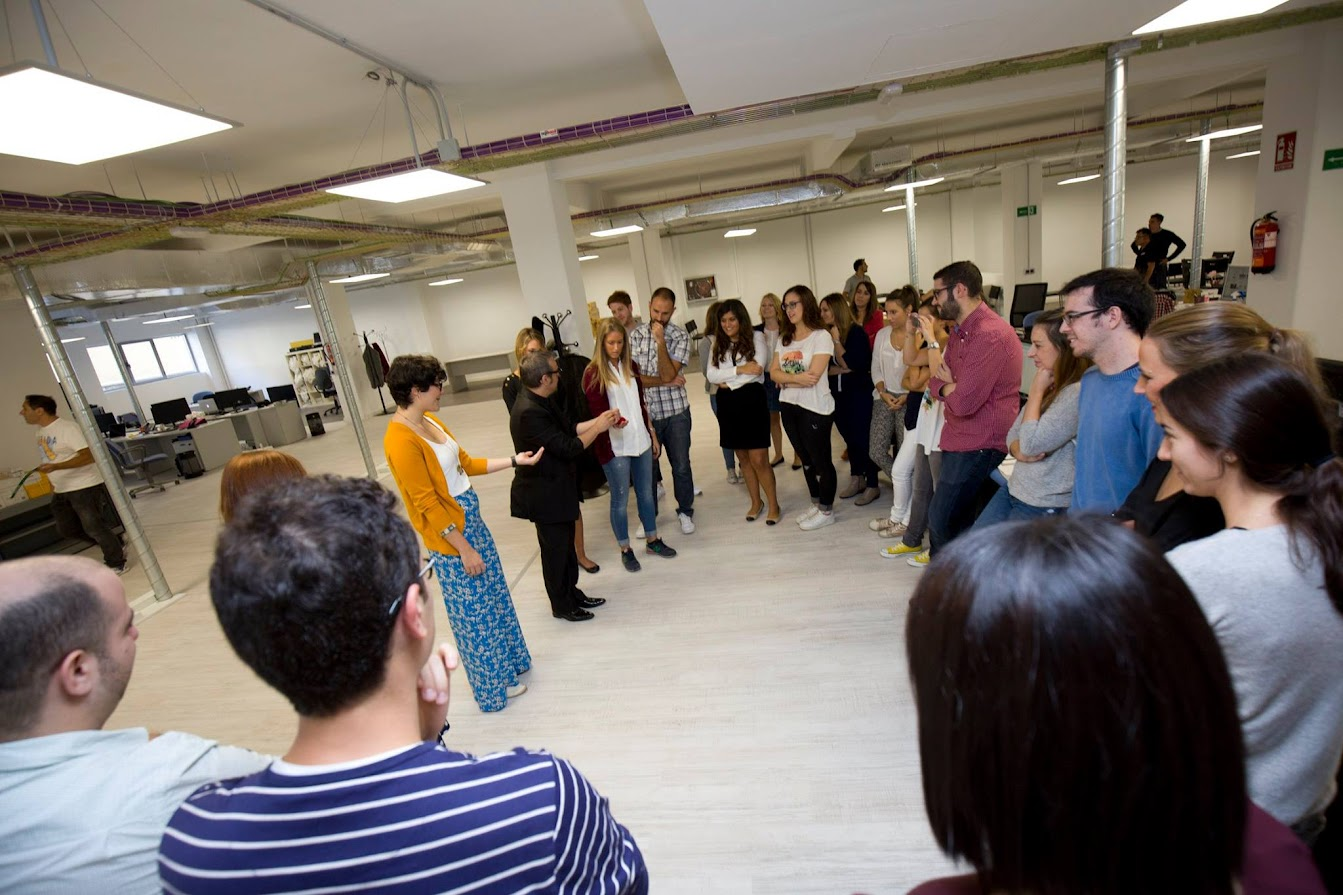 Mago en Madrid en oficinas periodistas