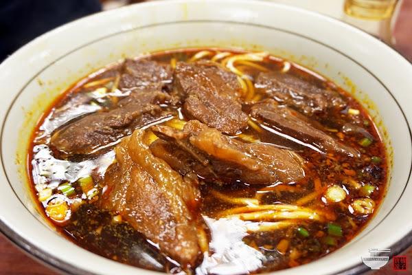 永康街[永康牛肉麵]-台灣道地國際化觀光牛肉麵