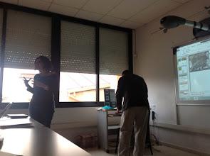 Photo: Carme Torrents presenta a Rafel Roset, de l'Institut Cartogràfic de Catalunya