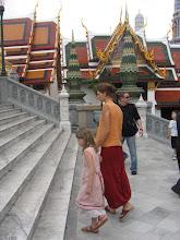 Photo: Doreen Wolff und Stella im Königspalast in Bangkok