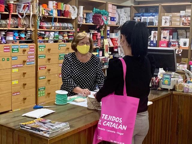 Tejidos el catalán. De La Mojonera, desde 1967, la primera tienda que se abrió en el municipio.
