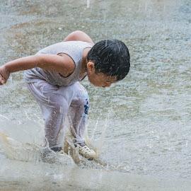 Ali Splash by Empty Deebee - Babies & Children Children Candids ( rai, boy, splash )
