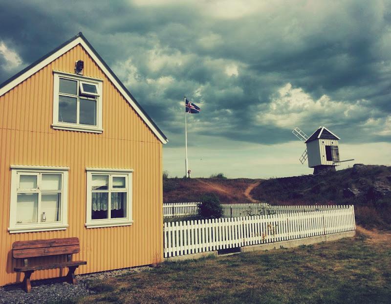 Yellow House and the Gray Windmill di Francesca Malavasi