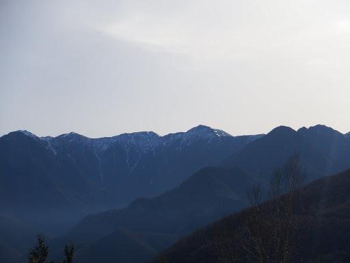 左から三伏山・烏帽子山・小河内岳。大日影山など