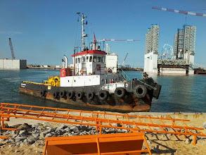 Photo: Obras dos píeres e quebra-mar da FCC no Porto doAçu - Mao 2014