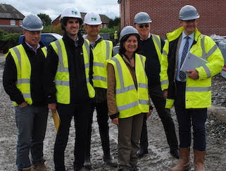 Minister visits housing development