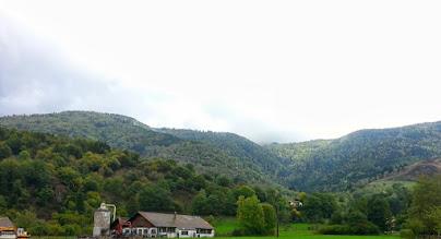Photo: Vue depuis Kruth (68) vers le massif du Markstein (caché derrière les nuages)