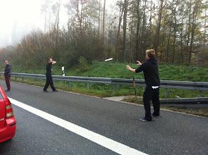 Photo: Auf der Autobahn haben wir uns gleich mal eingeworfen!