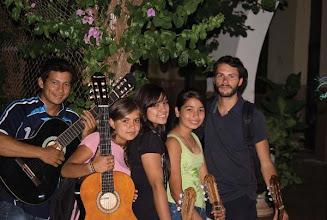 """Photo: Daniele coi suoi allievi di chitarra del progetto Paraguay """"1000 corde di violino"""""""