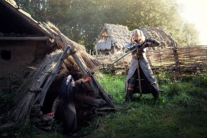 fem witcher cosplay