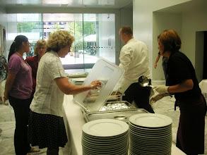 Photo: Menübesichtigung durch das Servicepersonal