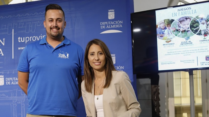 Durante la presentación intervinieron Andoni López, de Ciencia Divertida, y Carmen Belén López, diputada de Igualdad y Familia.