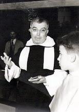 Photo: El entonces Prior P.Eulalio Calzón Ruiz, bendiciendo la Joyería de mis padres en la Plaza Inmaculada de León. Marzo 1963. Josemari cortés de monaguillo.