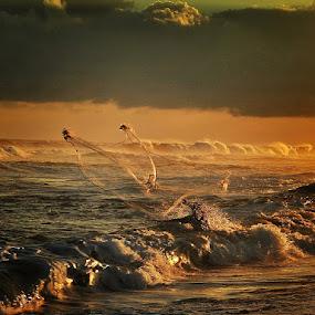 catch the waves by Sapto Nugroho - People Street & Candids