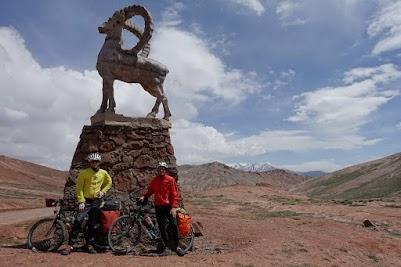 Geschafft. Passfoto am 4336m hohen Kizil-Art Pass.