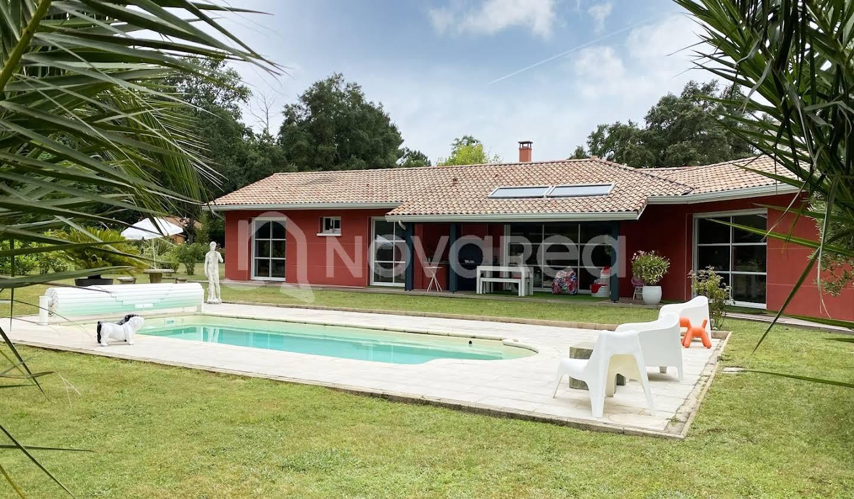 Villa avec piscine et terrasse Angresse
