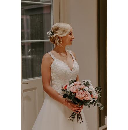 Brudklänning med otroligt vacker detaljrik rygg