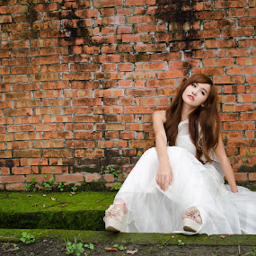 The Lost Bride by 敬昕 涂 - People Portraits of Women ( 2013, 敬昕 涂, wedding, vika, beauty, portrait )