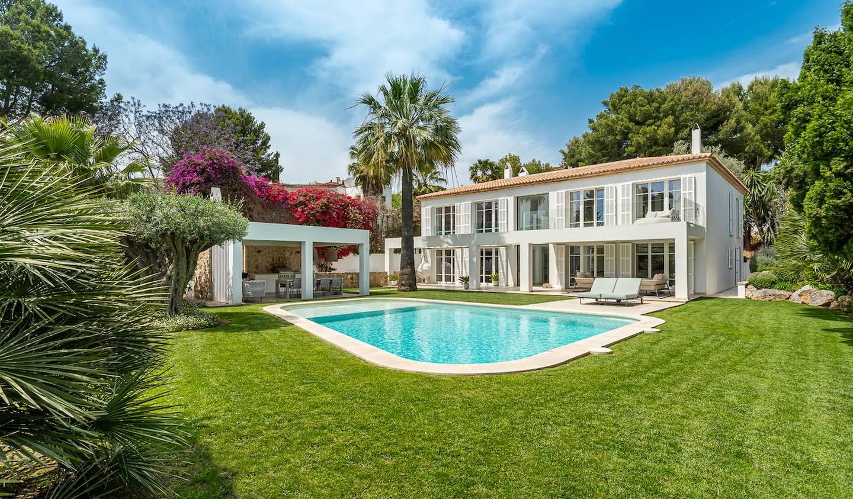 Seaside property with pool Bendinat