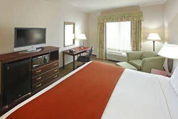 Holiday Inn Express and Suites Sherman Hwy 75