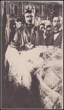 Photo: Agris, com. Iara - Stegarul Ioan Arion, martir in 1918 - În ziua de 30 noiembrie 1918, stegarul Ioan Arion, din satul Agriş, comuna Iara, comitatul Turda - Arieș a fost împușcat, în gara Teiuș, în drum spre Alba Iulia.  1 Decembrie 1918. Ilustrată de epocă. În loc să se bucure de împlinirea visului rămânilor, realizarea României Mari, martirul Ioan Arion este pe catafalc, în biserica ortodoxă din Alba Iulia.    Facebook, Suciu Petru  https://www.facebook.com/photo.php?fbid=1309760899097201&set=a.479758302097469.1073741832.100001899101978&type=3&theater
