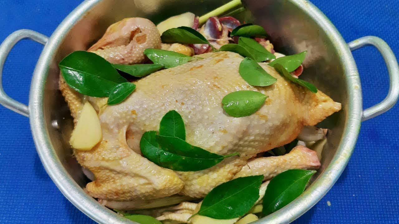 3 cách luộc gà không cần nước mà vẫn ngọt thịt, thơm ngon