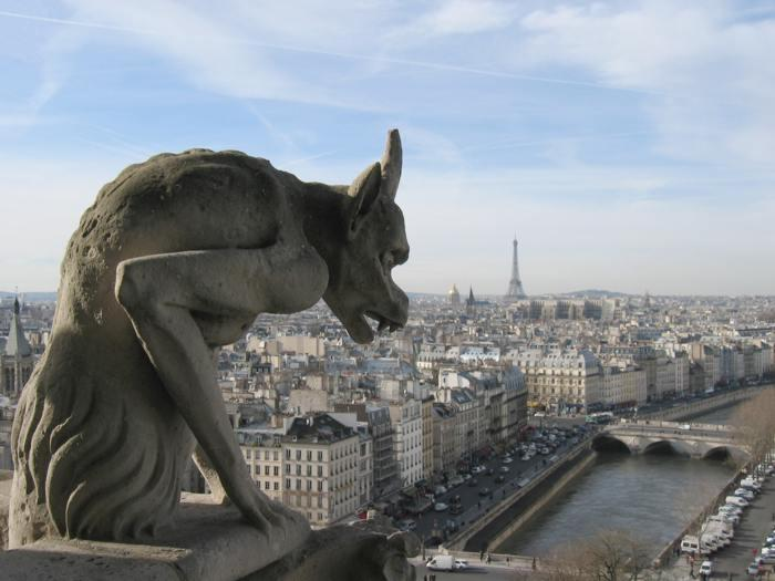 https://upload.wikimedia.org/wikipedia/commons/e/e4/Notre_dame-paris-view.jpg