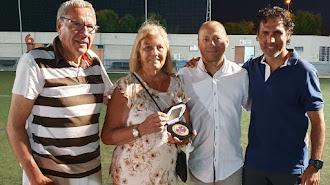 carmen, la viuda de Juan Magaña, su hijo Juan Miguel, Manolo García y José Ortiz..