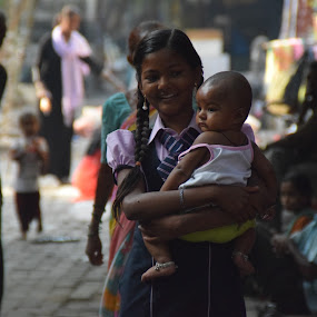 On the streets of Mumbai by Matthias Mievis - People Family ( #29march2016, #india, #sisters, #mumbai )