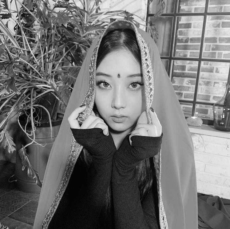 CLC Seungyeon Bindi 1
