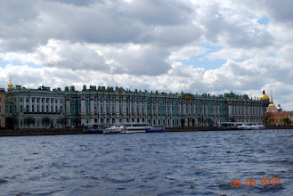 Photo: Deler av Vinterpalasset sett fra Neva