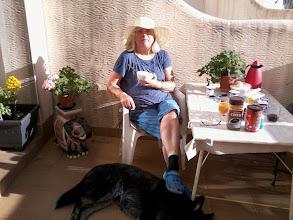 Photo: Lördagen den 26 Januari. Det känns på morgonvärmen att solen börjar värma igen redan till Frukost så nu börjar vi inta den ute igen på Poolaltan. Härligt!!!!