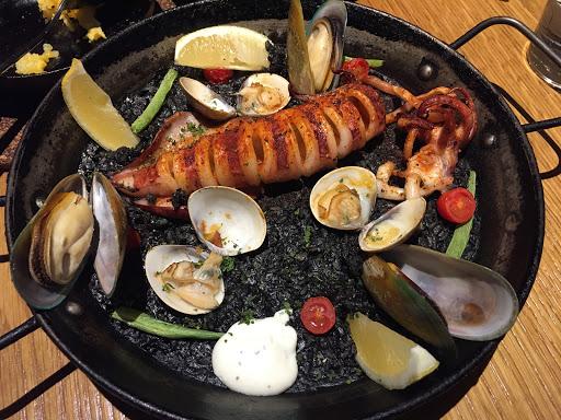 西班牙料理的靈魂就是燉飯, 這家的燉飯成功了 其他我就不用多說~ 海鮮滿滿 飯也把湯汁吸滿滿