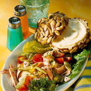Wurstsalat mit Laugensemmel