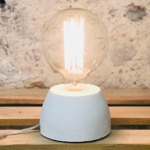 Lampe béton couleur blanc création fait-main atelier français de la marque Junny