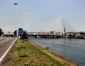 Photo: eine neue Brücke in Lüttich