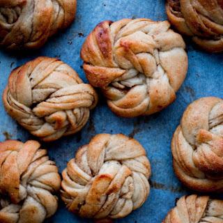 Cinnamon roll knots (Kanelbullar)